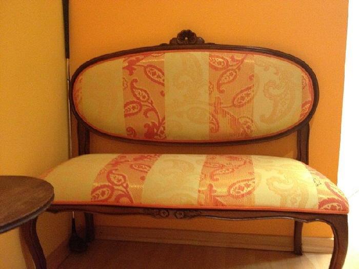 Massagepraxis-Muenchen-Sofa